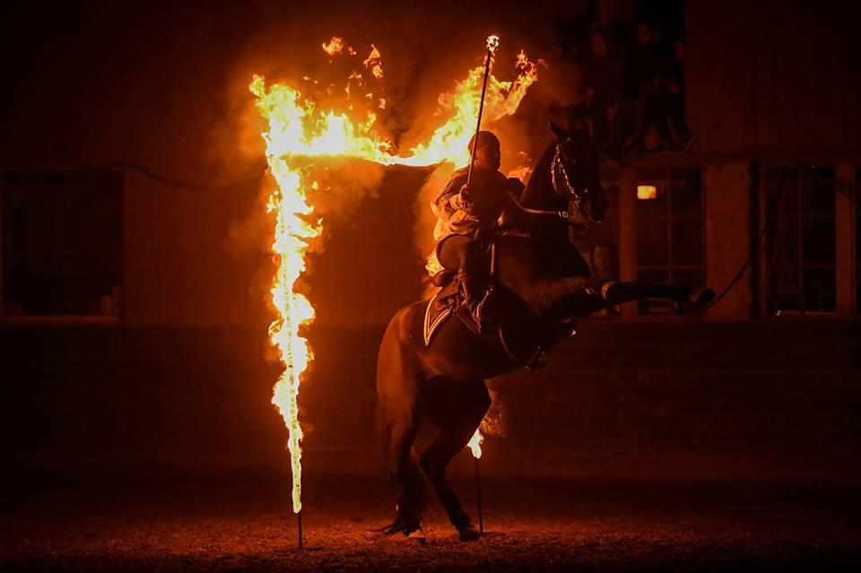 Nacht der Filmpferde-Feuer-Steigen